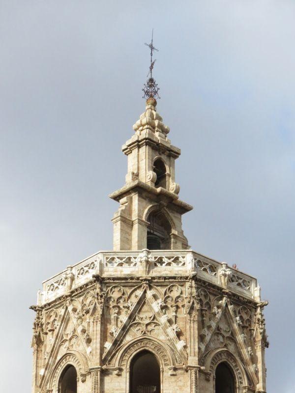 torre-del-miguelete-alto
