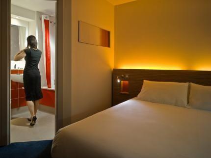 Hotel Travelodge Aeropuerto Valencia Manises valencia