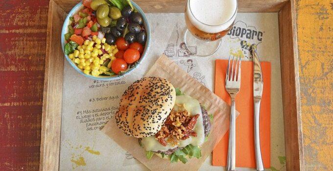 BIOPARC Cafe cena monologos hamburguesa guarnicion y bebida