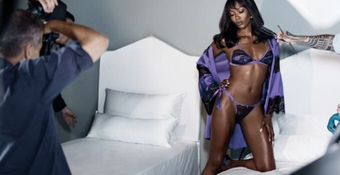 Yamamay presenta su nueva colección de Navidad con Naomi Campbell
