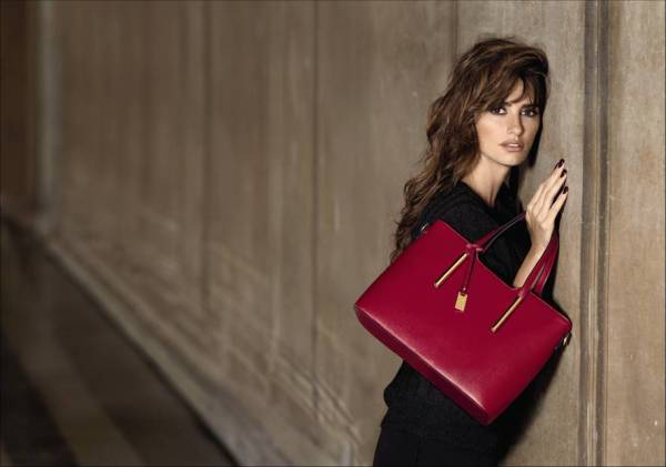 CARPISA_Penelope Cruz_Christmas Collection