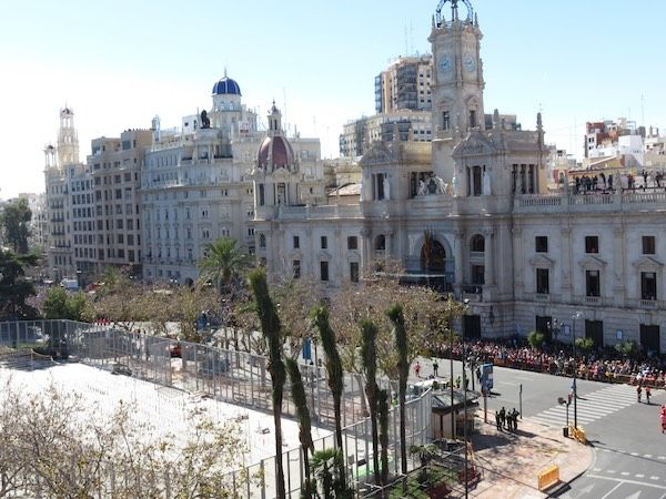 balcon-ayuntamiento-fallas-mascleta