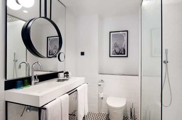 one-shot-hotel-reina-victoria-baño