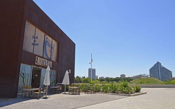 Restaurante BIOPARC Café en la plaza exterior de BIOPARC Valencia