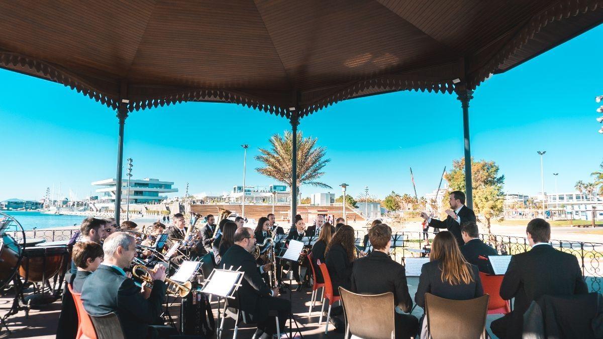 Música, fuegos artificiales y mucho más este puente en La Marina de Valencia valencia